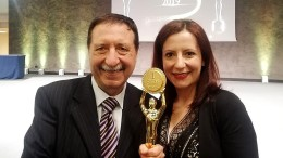 franco-e-serena-di-nucci-con-loscar-di-italian-cheese-awards-2019